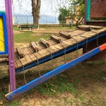 Giochi bambini: protezioni dello scivolo divelte